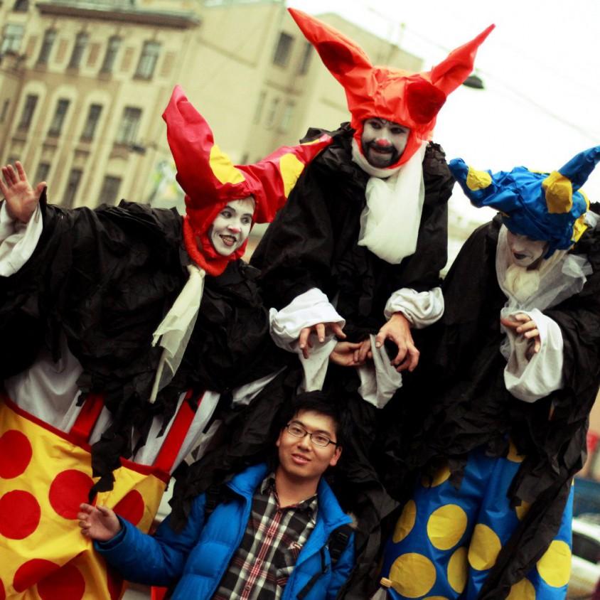 Ходулисты клоуны хеллоуин